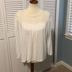 Pretty, boho white flowy top with shoulder lace
